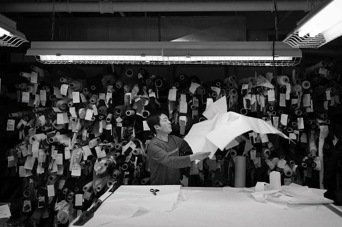 O interesse de Kenneth Jarecke por fotografia começou quando ele foi fotografar um jogo de futebol americano. Ele gostou tanto do processo que, um dos seus trabalhos de escola acabou se tornando um livro feito a mão com as fotos que ele tirou naquele jogo de futebol. Isso foi em 1981 e, no ano seguinte, ele já era um fotógrafo profissional, trabalhando para a Associated Press.