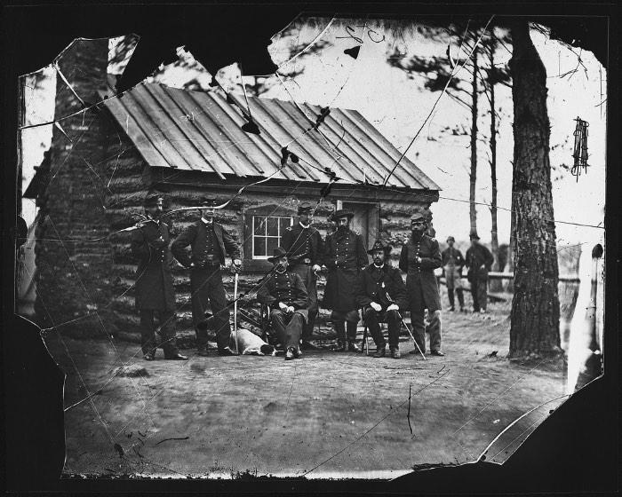 Mathew Brady é considerado o pai do fotojornalismo e é conhecido por ter documentando a Guerra Civil Americana. Suas fotografias e aquelas que ele encomendou, tiveram um enorme impacto na sociedade da época e, continuam com isso até os dias de hoje. O fotógrafo e sua equipe visitaram inúmeros campos de batalha, registrando a vida nos acampamentos militares e registrando as pessoas mais conhecidas da época como Abraham Lincoln e Walt Whitman.