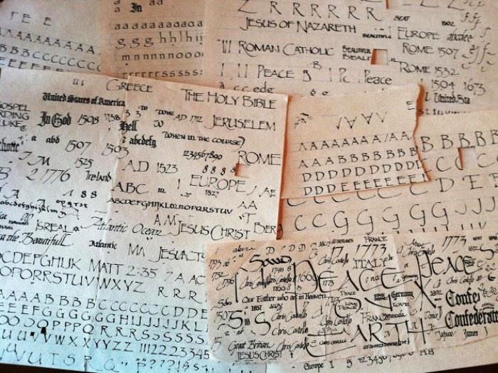 Já falei sobre a Comic Sans algumas vezes aqui mas não consegui descobrir se já falei sobre a fonte que eu mais odeio na história. Essa fonte é a Papyrus e, hoje, descobri que seu criador tem nome e ele se chama Chris Costello. Esse é o nome do responsável pela criação da Papyrus em 1982.