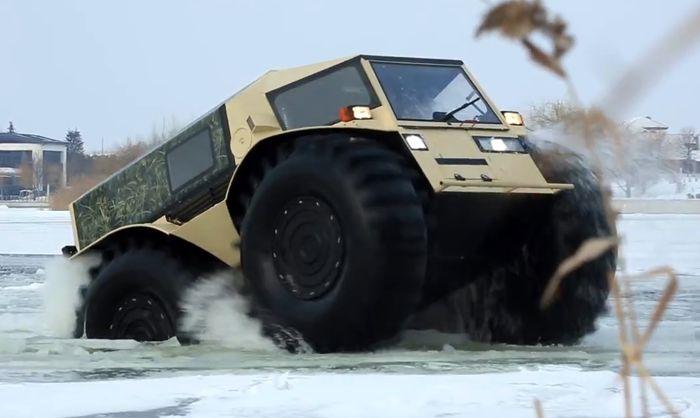SHERP é um veículo anfíbio russo que tem um visual bem peculiar. Criado pelo mecânico Alexei Garagashyan, lá de São Petersburgo, esse veículo é um pouco menos do que um caminhão e muito mais do que um carro.