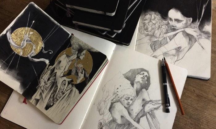 Craww é como é conhecido o artista cujo trabalho você vai poder ver nas imagens que selecionei logo abaixo. Residente de Sheffield na Grã Bretanha, ele diz se considerar um desenhista de hábito e um artista autodidata que captura sua inspiração da música, dos quadrinhos, da natureza, do gin e de uma imaginação sem limites.