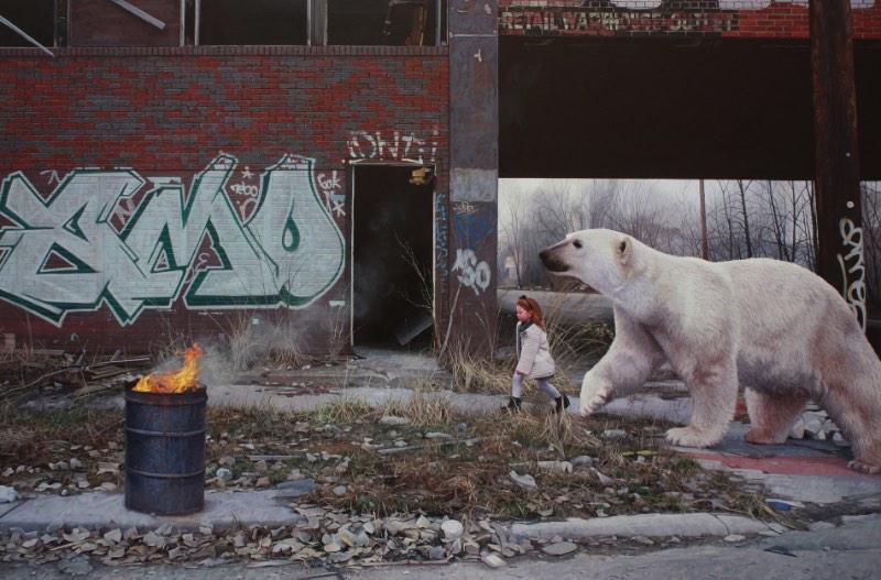 O trabalho artístico de Kevin Peterson é sobre as jornadas que fazemos através da vida. Seja quando estamos crescendo ou quando o mundo em que vivemos se torna irreconhecível. As pinturas que ele cria são sobre trauma, sobre medo e sobre solidão mas sempre com a presença da força que precisamos para sobreviver a isso tudo e, ainda assim, prosperar.