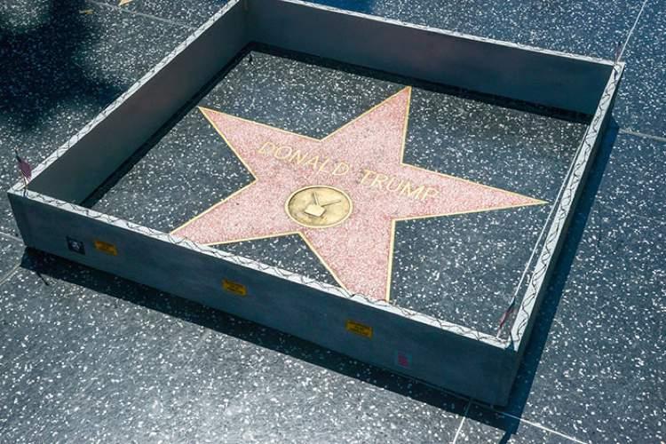 Plastic Jesus é o nome do artista de rua britânico, baseado em Los Angeles, que criou uma das intervenções artísticas mais legais que vi nos últimos meses. Usando do argumento separatista e racista do candidato a presidência americana, o artista resolveu criar um muro separando a estrela de Donald Trump em Hollywood do resto do mundo.