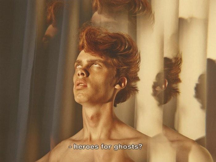 Existe algo meio perturbador nas fotografias de Casper Sejersen. Em uma das imagens, podemos ver uma mulher de costas para a câmera, olhando para uma parede, completamente nua. Em outra foto, vemos ela rejeitando um homem que parece estar tentando agarrá-la. Em outra série de fotos chamada Wish You Were Here e Man About Town mostra um modelo com feições muito similares a de David Bowie. Todas essas fotos vem com uma calma estranha, quase tétrica. E talvez seja isso mesmo que tenha deixado a impressão de estranheza nas fotografias aqui.