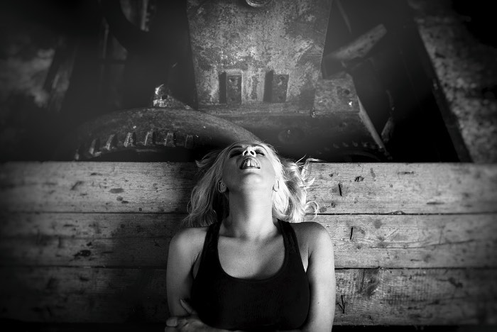 Você aceitaria que alguém te fotografasse durante um orgasmo? Essa foi a pergunta que o fotógrafo Albert Pocej fez para algumas mulheres. Se as pessoas dizem que fariam tudo pela arte, aqui elas gozam por isso.