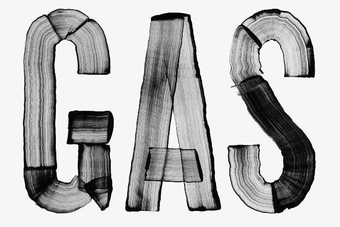 Loris Pernoux é um jovem designer gráfico que acabou de se formar na Gerrit Rietveld Academie de Amsterdam. Ao observar seu portfólio, acabei me deparando com inúmeros projetos de tipografia e posters. Algo que eu sempre aprecio ver.