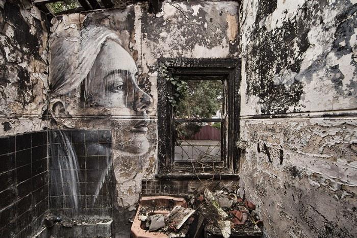 Rone é um artista australiano baseado em Melbourne que é famoso pelo seus enormes retratos de mulheres e ele acabou completando uma série de retratos em prédios abandonados. Nos últimos dois anos, Rone pesquisou os prédios de Melbourne e acabou encontrando algumas belezas escondidas em completo estado de decomposição e destruição. Foi nesses locais que ele resolveu pintar seus enormes retratos.
