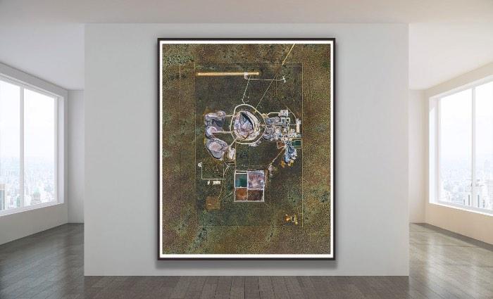 Bernhard Lang é um fotógrafo aéreo que trabalha com suas fotografias panorâmicas desde 2010. Sempre com a finalidade de mostrar o impacto que nós seres humanos causamos a superfície da Terra. Ele tira suas fotos usando de helicópteros ou pequenos aviões, sempre com a ideia de conseguir chegar o mais alto possível, para conseguir uma visão bem panorâmica do local. Algumas vezes, Bernhard Lang consegue usar de satélites para criar suas imagens e isso é mais do que um sonho para ele. Afinal, é assim que ele consegue imagens mais amplas do que ele conseguiria normalmente.