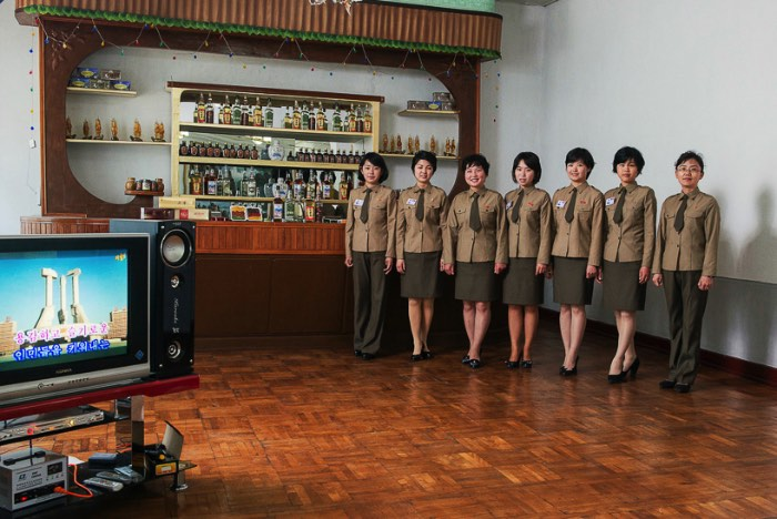 No início de 2014 o Koryo Studio convidou o fotógrafo esloveno Matjaz Tancic para um projeto que envolvia retratos na Coréia do Norte. A equipe tinha permissão do país para fotografar as pessoas em diferentes cidades do país, sejam elas trabalhando ou no dia a dia de comunidades rurais e urbanas. O projeto recebeu o nome de Fotografando a Coréia do Norte e acabou cobrindo mais de 800 quilômetros do país e mostra um pouco da rotina nesse país tão isolado do resto do mundo.