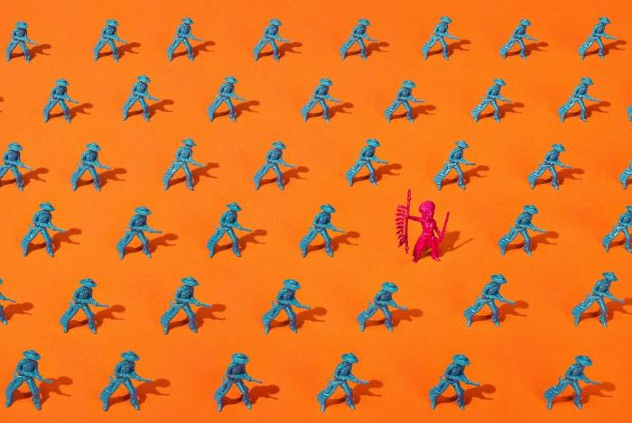 Paloma Rincon é uma fotógrafa espanhola baseada em Madrid mas com uma série de trabalhos feitos para clientes através do mundo. Seja para clientes grandes ou projetos mais experimentais e pessoas, seu trabalho é o resultado do interesse que ela tem por formas, materiais diferentes, texturas, luzes e tipografia. E como isso tudo pode se juntar para criar um resultado único.