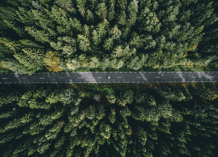 Tobias Hägg é o nome do fotógrafo sueco por trás da fotografia de drones do Airpixelsmedia. Seu trabalho começou há pouco tempo, quando ele criou uma conta no instagram. Foi assim que seu trabalho decolou e ele começou a viajar pelo mundo, fotografando tudo que ele estava vendo por ai.