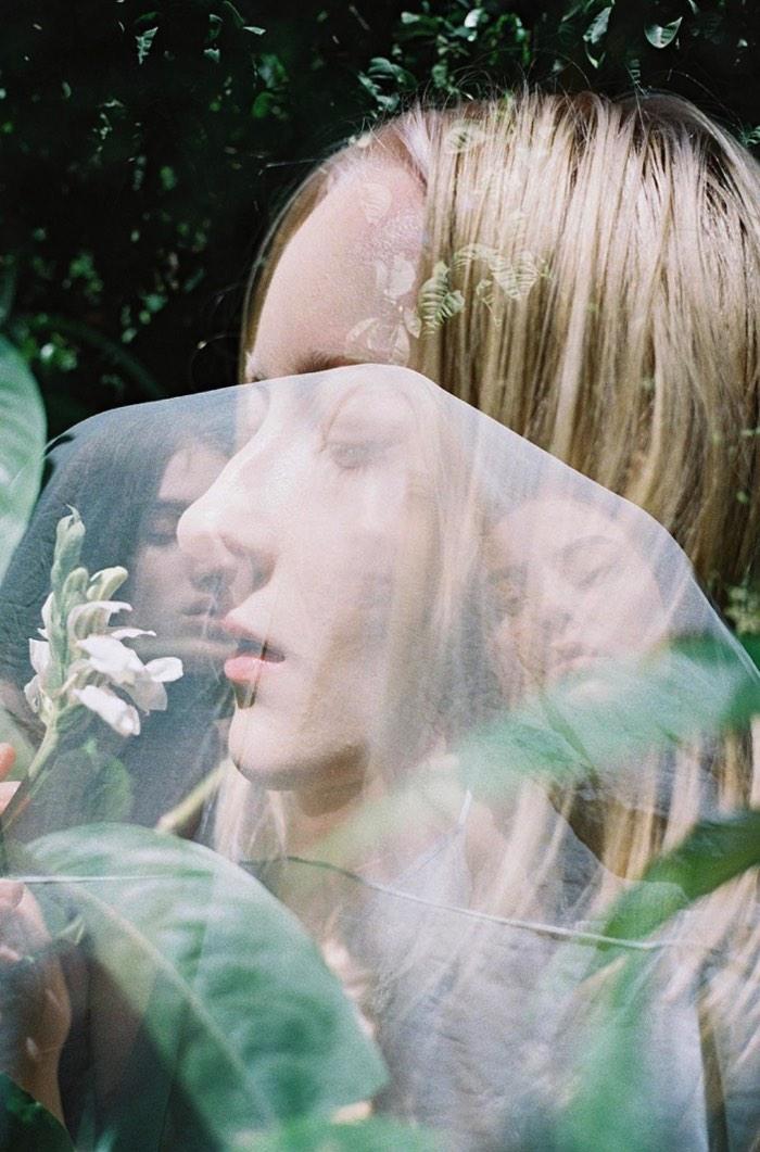 Anne Barlinckhoff é o nome dessa fotógrafa holandesa que anda se destacando como o futuro da fotografia em Amsterdam. Seu foco é a exploração do corpo feminino, baseado na intimidade que ela tem com as mulheres que ela fotografa e inspirado pela intensidade desses momentos que ela retrata tão bem.