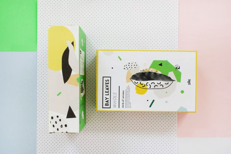 Agata Jeziurska trabalha como designer lá da Polônia e, foi de lá que ela criou as embalagens que você vai ver aqui. O trabalho foi feito para a The Natco Company, uma marca conceito que trabalha com temperos de um jeito um pouco diferente. Foi pensando nesse conceito que ela começou a explorar um estética diferente que combinasse com tudo aquilo que a marca apresenta para o mundo.