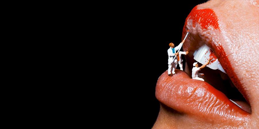 Baseado em Berlim, o trabalho do fotógrafo alemão Marius Sperlich é voltado para lábios de um jeito que beira o pornográfico. Mas ele não fica focado apenas nas muitas bocas que fotografou, sua câmera também aponta para olhos cheios de maquiagem que se tornam ainda mais sexy através da forma com a qual ele edita suas imagens. Sempre beirando o quase pornográfico.