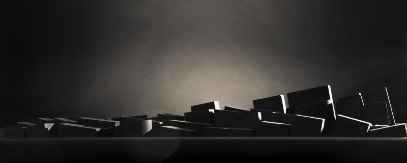Spanish Western mistura duas coisas que eu gosto muito de ver: tipografia e cinema. Aqui nesse artigo você só vai sobre o processo de criação dos títulos o documentário. O conceito aqui é simples. Como em todos filmes western, você sempre vê dois elementos: o nascer do sol em um cenário lindo e muita madeira. O pessoal do estúdio Dosdecadatres resolveu prestar uma homenagem a esses filmes criando um nascer do sol iluminando uma paisagem tipográfica.