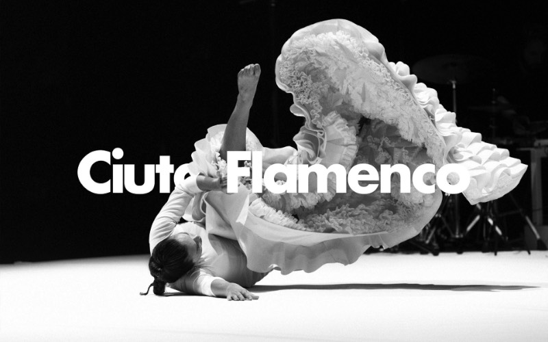 Não deve ser surpresa para ninguém o fato de que Barcelona é uma das capitais mundiais do flamenco. Afinal, alguns dos nomes mais celebrados desse movimento artístico nasceram e viveram pelas ruas da cidade e muitos outros nasceram nessa região da Espanha. É por isso mesmo que um festival como Ciutat Flamenco acontece todos os anos em Barcelona.