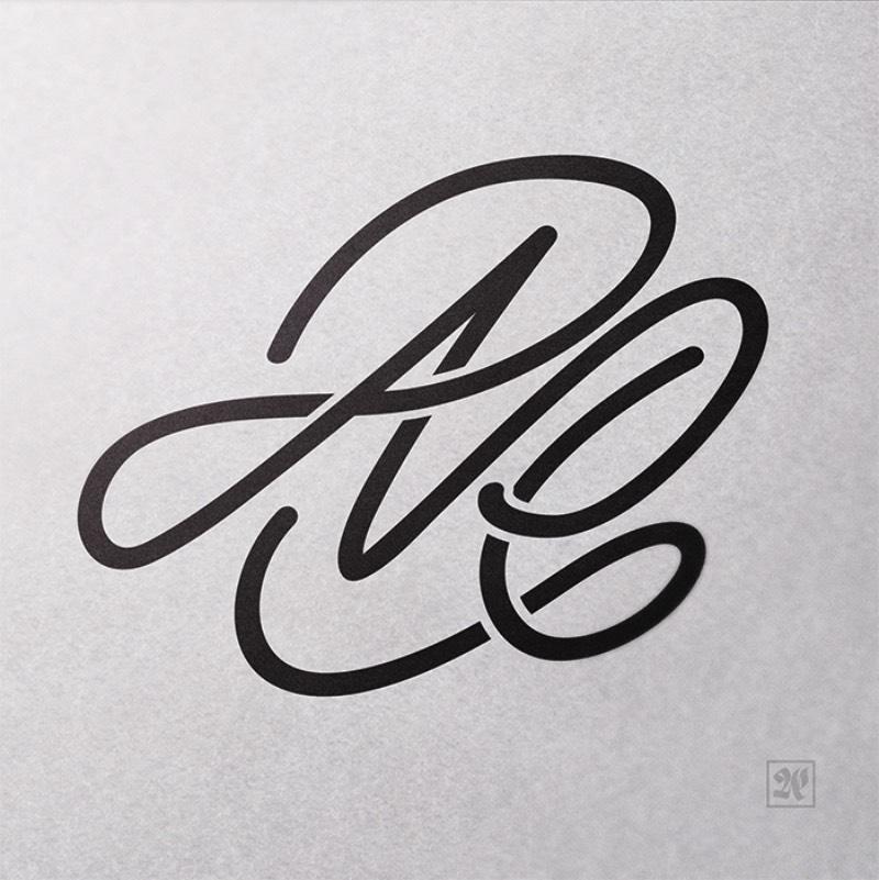 Mas Erik Neue não fica só na caligrafia. Ele utiliza suas criações e transforma tudo em logos, tatuagens, embalagens de produtos e várias outras coisas. Sempre passando uma imagem de design feito a mão, com um carinho especial e sem precedentes em um mundo digital. É isso que eu sempre acho interessante de observar quando se trata de portfólios de caligrafia. Afinal, vivemos em um mundo digital onde existem inúmeras e inúmeras fontes online e, com o passar do tempo, tudo vai ficando mais e mais parecido. O trabalho de designers como Erik Neue serve para quebrar essa padronização visual e precisamos de mais e mais designers com esse tipo de trabalho.