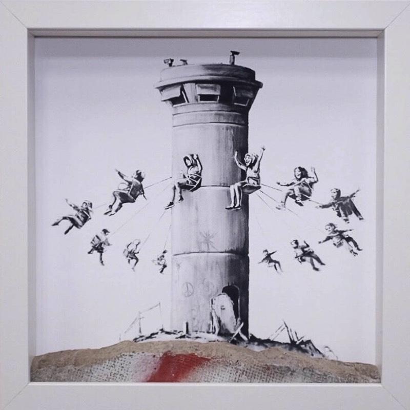 Você já deve ter ouvido falar que a última empreitada do Banksy foi um hotel com uma belíssima vista para o muro que foi colocado por Israel para isolar o povo palestino em sua própria terra. Esse hotel, chamado de The Walled Off Hotel, acabou de lançar sua loja de lembranças online e, agora, você pode adquirir alguns dos items peculiares que existem a venda por lá.
