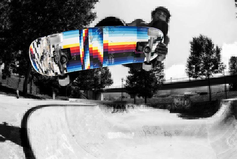 A marca de skate Miller Division começou uma série limitada de boards em colaboração com a plataforma artística Ink and Movement. Essa série limitada recebeu o nome genérico de Signature Series mas começou com um trabalho bem especial. Felipe Pantone, um artista que é bem conhecido no mundo pelo seu trabalho de composições cinéticas e cheias de cores energéticas, foi o primeiro a criar boards de skate com seu estilo único de pintura.