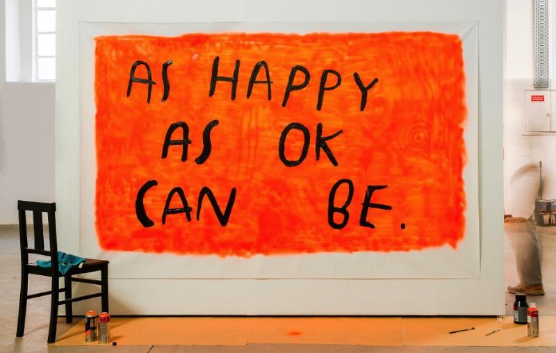 As Happy As Sad Can Be é mais uma parte da instalação perpétua que é a narrativa criada por Wasted Rita para contar a história de sua vida para nós. Nessa exposição ela parece querer demonstrar como ela consegue abraçar a tristeza de um jeito quase divertido, tudo isso enquanto ela brinca com uma falsa felicidade.