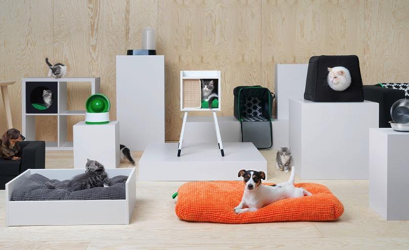 A IKEA é uma dessas lojas que você visita sabendo que vai encontrar de tudo. Agora, isso é uma afirmação ainda mais verdadeira já que eles acabaram de lançar uma linha de móveis para pets. Sim, uma IKEA para gatos e cachorros cheia de móveis e acessórios para um dos membros mais importantes de qualquer família.