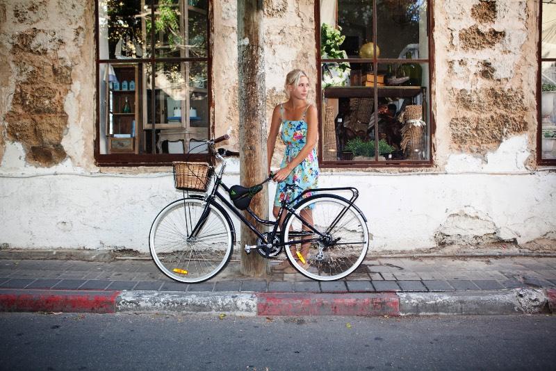 Seatylock é uma trava de bicicleta híbrida que é feito de um selim e de uma corrente. Essencialmente é isso e parece ser a forma mais segura que eu já encontrei para deixar sua bicicleta com segurança pelas ruas. Com esse produto, você vai estar carregando o selim e a sua corrente no mesmo lugar e vai usar de um adaptador especial para conectar o Seatylock na sua bicicleta.