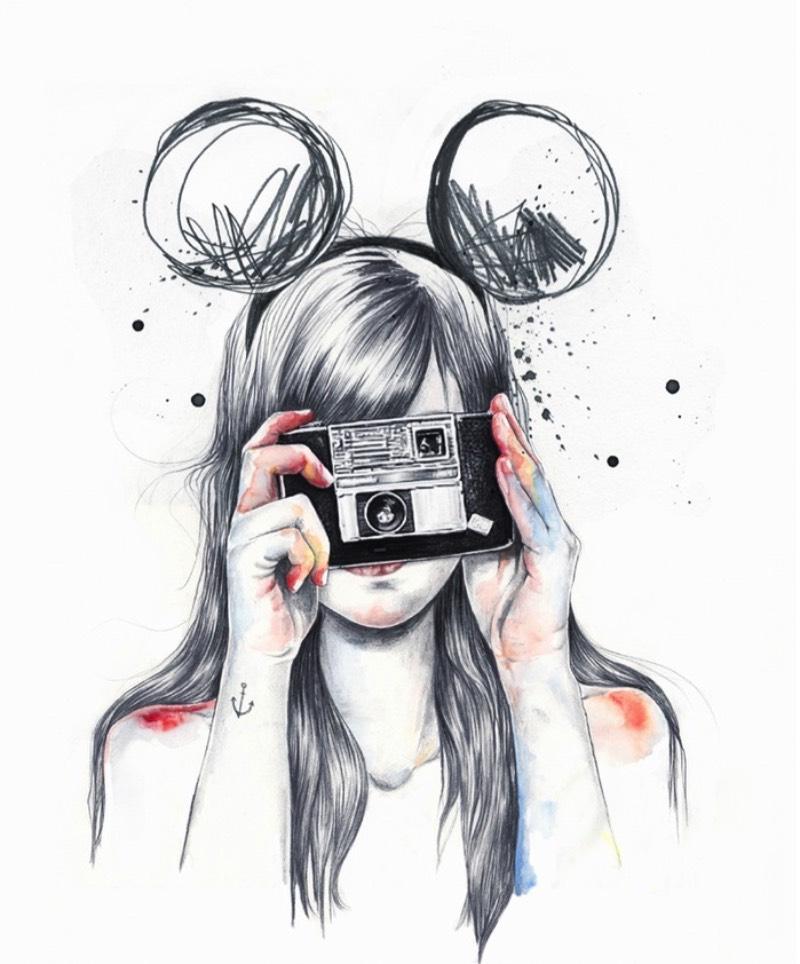 As ilustrações de Esra Roise parecem incompletas e, algumas vezes, parecem q foram feitas sem pensar muito. Mas, isso é apenas impressão sua. As imagens criadas por essa ilustradora podem ser comparadas com aqueles fotografias que acontecem em qualquer segundo, sem nem pensar direito. Nessas imagens, ela mistura elegância. diversão e um certo romantismo que, de certa forma, acabam capturando um pouco da essência da juventude e daqueles que vivem apenas naquele momento.
