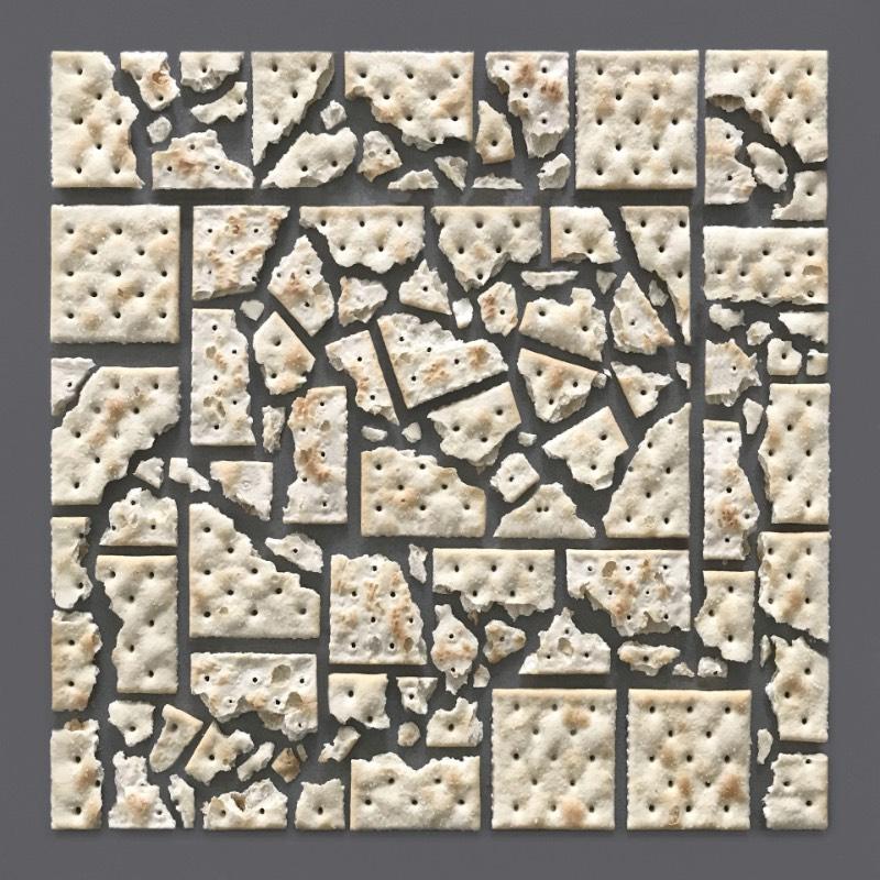 Kristen Meyer é uma designer americana cujo portfólio é repleto de imagens que misturam objetos do dia a dia com uma precisão geométrica fora do comum. Tudo isso é feito para criar fotografias que parecem brincar com nossos olhos.