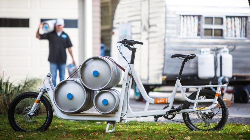 Supermarché é a cargo bike da Yuba que parece ser a bicicleta dos sonhos de todo mundo que precisa carregar peso, compras e até crianças! Essa bicicleta é feita de um alumínio super leve que faz com que ela seja mais do que resistente. Além disso, ela vem com cabos de freio redundantes para deixar seu passeio ainda mais seguro.