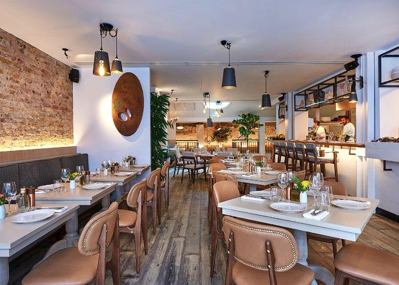 Na região de Fitzrovia, em Londres, existe um novo restaurante contemporâneo grego cujo cardápio é inspirado na vida nas ilhas. Essa restaurante recebeu o nome de Meraki e o trabalho de criação de identidade visual caiu nas mãos do pessoal do estúdio Dutchscot e eles desenvolveram tudo que você…