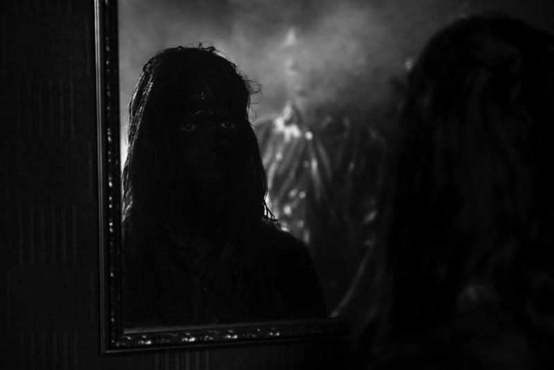O fotógrafo Verði ljós resolveu documentar o cenário de Black Metal islandês em seu livro Svartmálmur que foi lançado em Maio de 2018. Nesse livro, você pode ver uma série de retratos e fotografias de shows e alguns momentos descontraídos que mostram o dia a dia de algumas das bandas da Islândia.