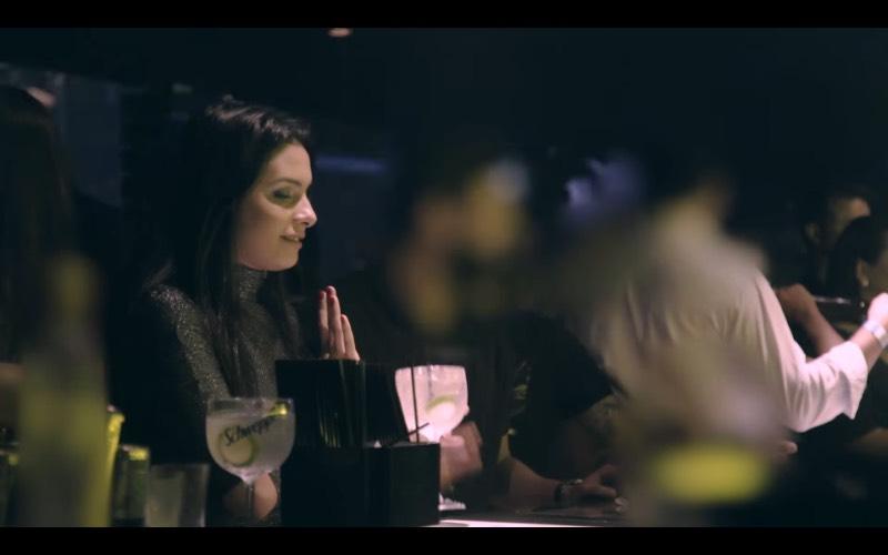 Três mulheres foram convidadas pela Schweppes Brasil para vestir um vestido em uma balada paulistana. Mas esse vestido não é nada normal. Ele registra todas as vezes que essas mulheres são tocadas sem consentimento e, cada uma dessas interações é enviada para um computador que registra tudo e transforma esse abuso cotidiano em informação.