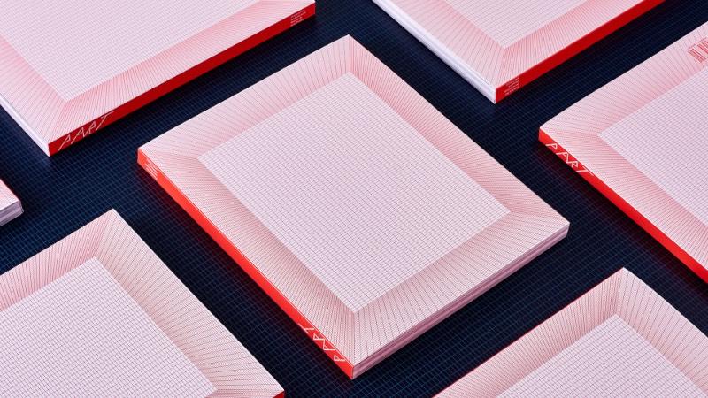 O livro que você pode ver aqui vem com o design criado pelo estúdio AKU, lá da Estônia. A ideia era a de criar uma publicação que mostrasse o portfólio de um escritório de arquitetura que ganhou o Young Architect's Prize.