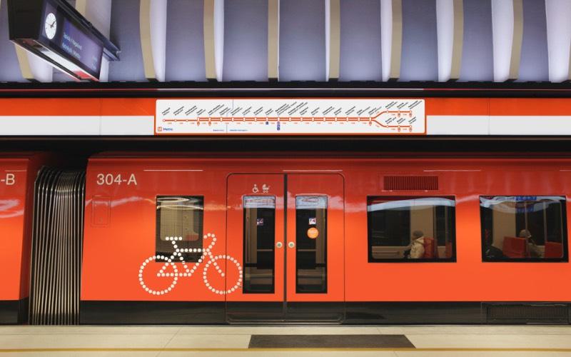 Para criar um visual que comunique confiança e proximidade, o pessoal da Kokoro & Moi produziu um material gráfico que mistura sinalização, branding e design gráfico de um jeito bem interessante. Tudo isso para transformar o design da HSL – Helsinki Regional Transport Authority em algo mais atual.