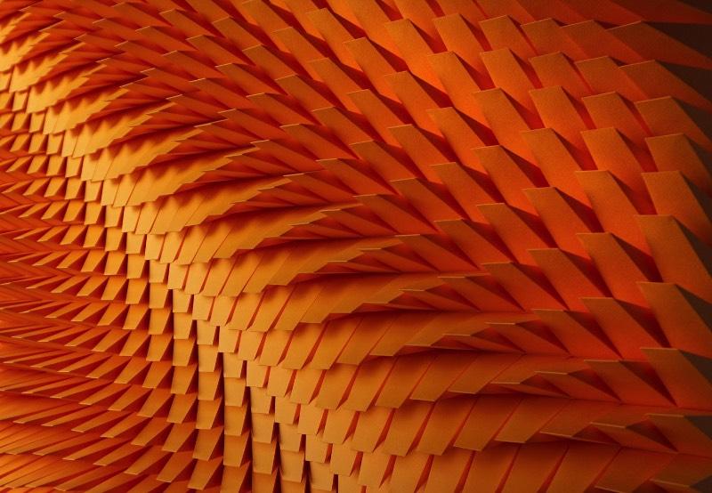 Quando me deparei com o trabalho de Matthew Shlian, entendi porque que me haviam descrito suas esculturas como engenharia de papel. Afinal, quando você passa a observar as imagens em seu portfólio digital, você vê como que ele combina pavimentações geométricas intricadas com dobraduras complexas para criar esculturas em baixo relevo que parecem feitas em algum software 3D.