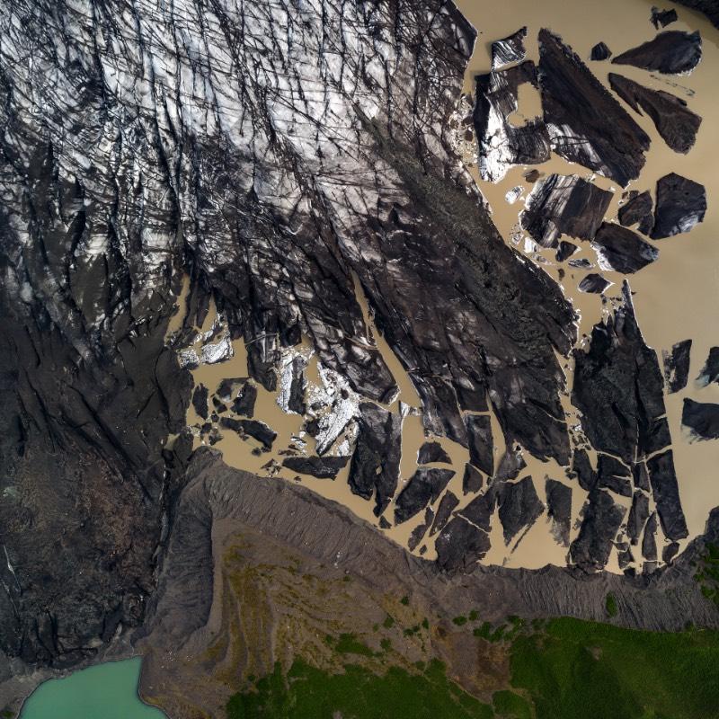 Há muito tempo, todo o planeta Terra estava coberto de água. Hoje em dia, toda essa água flui de um jeito diferente e ajuda a moldar seu caminho, influenciando toda nossa vida. Foi isso que o fotógrafo Milan Radisics resolveu capturar em uma série de imagens que recebeu o nome de Water Shapes Earth.