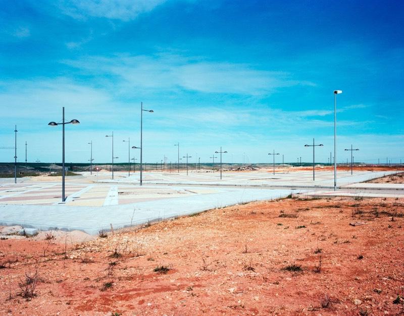 A Espanha foi um dos países mais afetados pela crise financeira que afetou a Europa há alguns anos. Foram os resultados dessa crise que Markel Redondo resolveu documentar na sua série de fotografias chamada Sand Castles.