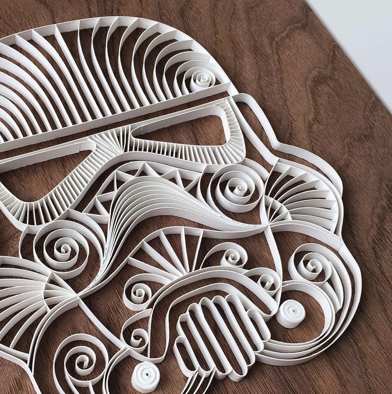 O trabalho de papel de Alia Bright remete a sua carreira de ilustração, design gráfico e arte. E, é por isso mesmo que, você pode ver algumas referências interessantes na sua arte de papel. Cada uma de suas peça é feita, exclusivamente, com papel e cola, usando de papéis de diferentes pesos e gramaturas em combinações especiais.