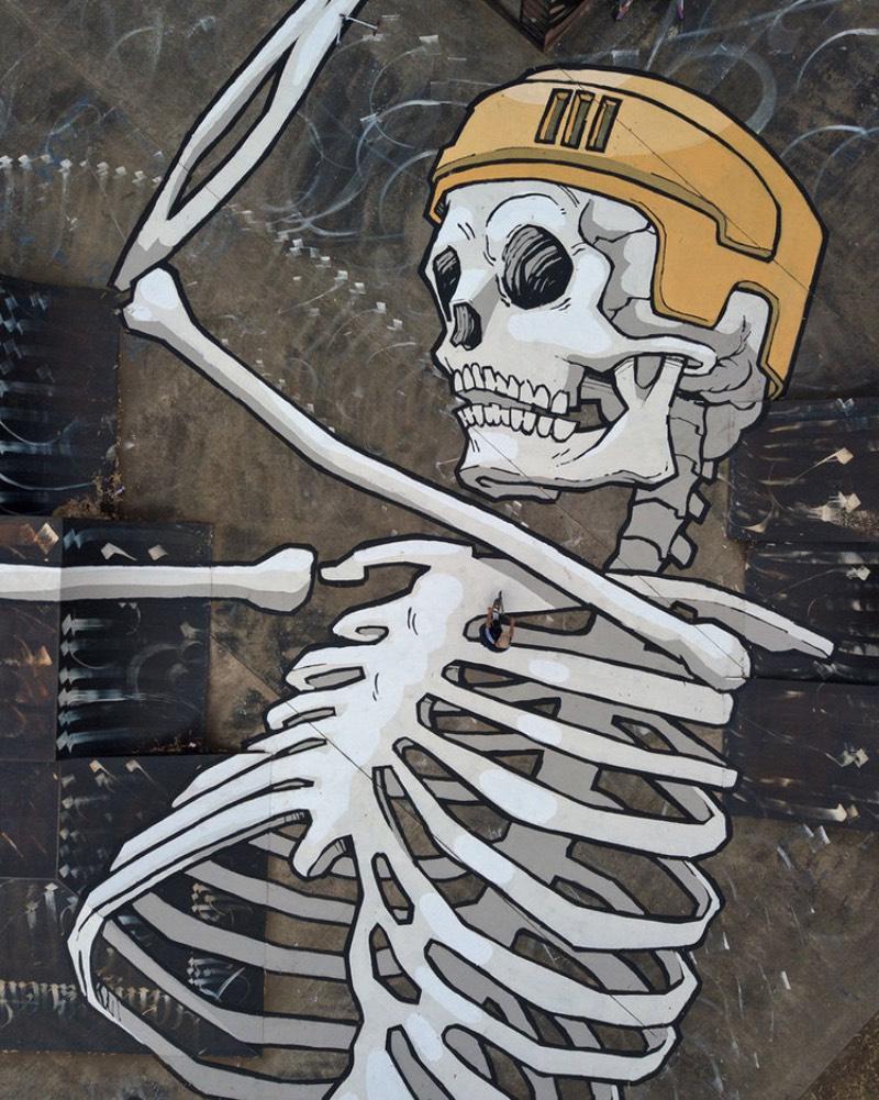 Kitt Bennett estudou ilustração e, desde sua graduação em 2014, ele passou a trabalhar como artista e muralista freelancer no Juddy Roller Studio. Com o trabalho que ele produziu desde então, ele já exibiu sua arte em várias exposições de grupo e acabou fazendo sua primeiro exposição solo em um banheiro público da Smith Street em 2015.