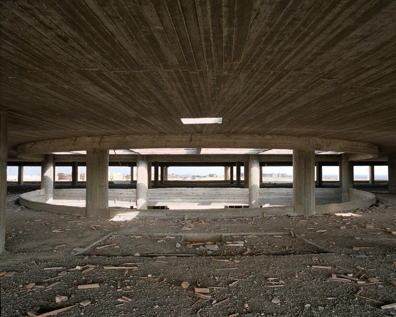 As fotografias de Stefanie Zoche são um exemplo do que uma promessa de férias e investimento em turismo causa quando todo esse projeto não é pensado direito. Agora, o Sinai apresenta seus esqueletos de concreto para o mundo. Esqueletos de hotéis abandonados que nunca serão concluídos.