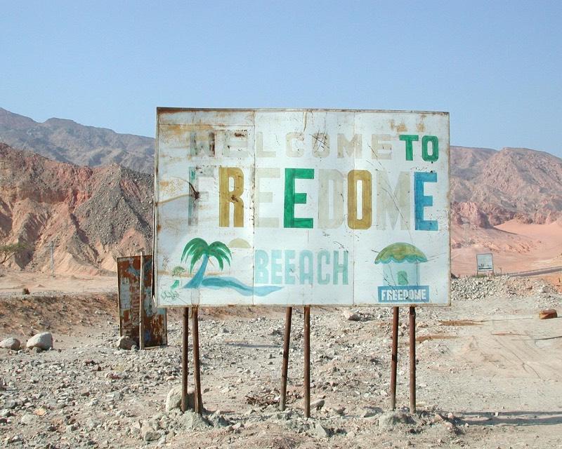 As fotografias de Stefanie Zoche foram feitas entre 2002 e 2005 e mostram o fracasso da indústria do turismo na Península do Sinai, no Egito.