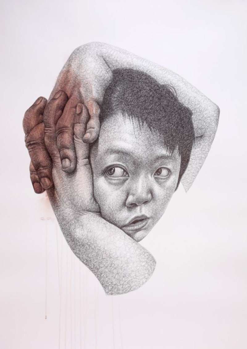 Seungyea Park, também conhecida como Spunky Zoe, cria ilustrações que parecem refletir tensões internas. Algo que fica claro para mim quando observo mãos que flutuam no ar e abrem olhos na testa de pessoas. Algumas vezes, os personagens que você vê no trabalho da artista são auto retratos, outras vezes, dedos passam por dentro da pele e acabam mudando tudo que eu conheço quando se trata desse material.