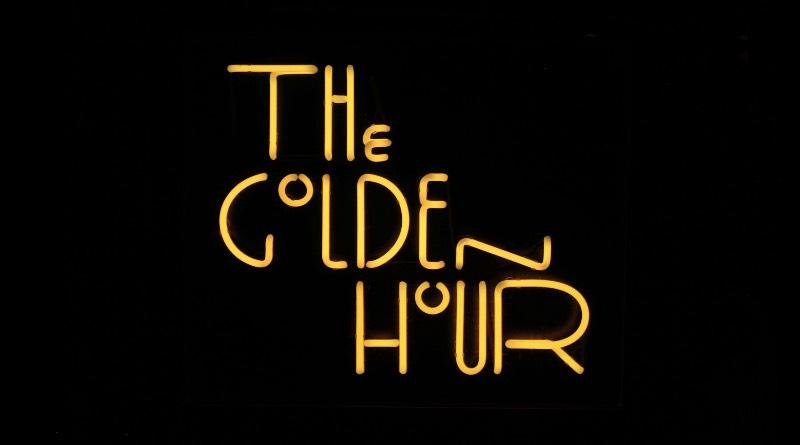 The Golden Hour é o nome de um restaurante sazonal ao ar livre que pode ser encontrado no The High Line Hotel em Nova Iorque. Esse é um restaurante feito para aproveitar a luz do sol e a vista do bairro de Chelsea além de vários drinks especiais antes de jantar.