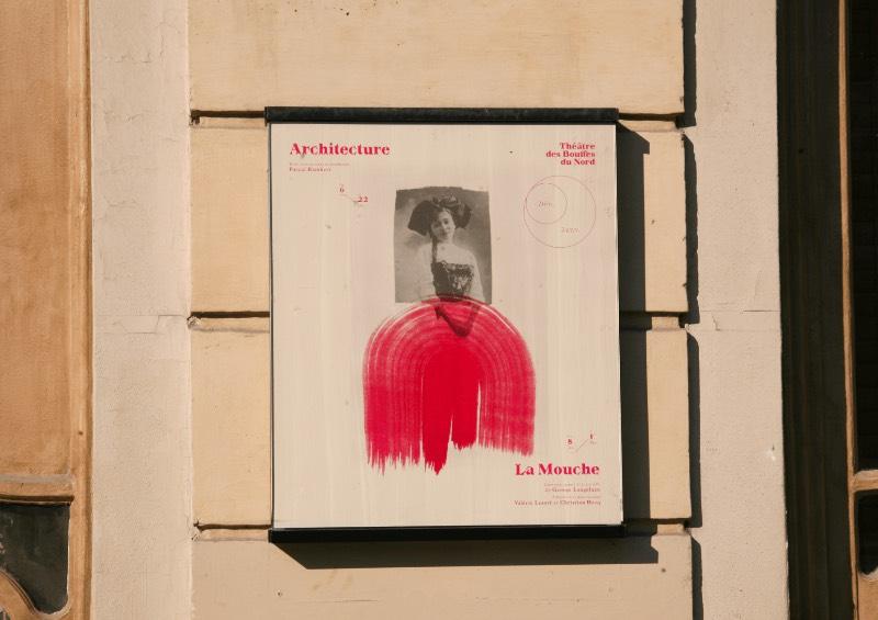 Fundado em 1876, o Théâtre des Bouffes Du Nord é um teatro francês localizado na região norte de Paris, perto da Gare du Nord. Definido por muitos como uma instituição artística na cidade, o pessoal da Violaine & Jeremy teve que colocar esse peso no trabalho que eles criaram para a identidade visual da temporada de 2019 e 2020 em uma série de posters, livretos e outros materiais impressos.