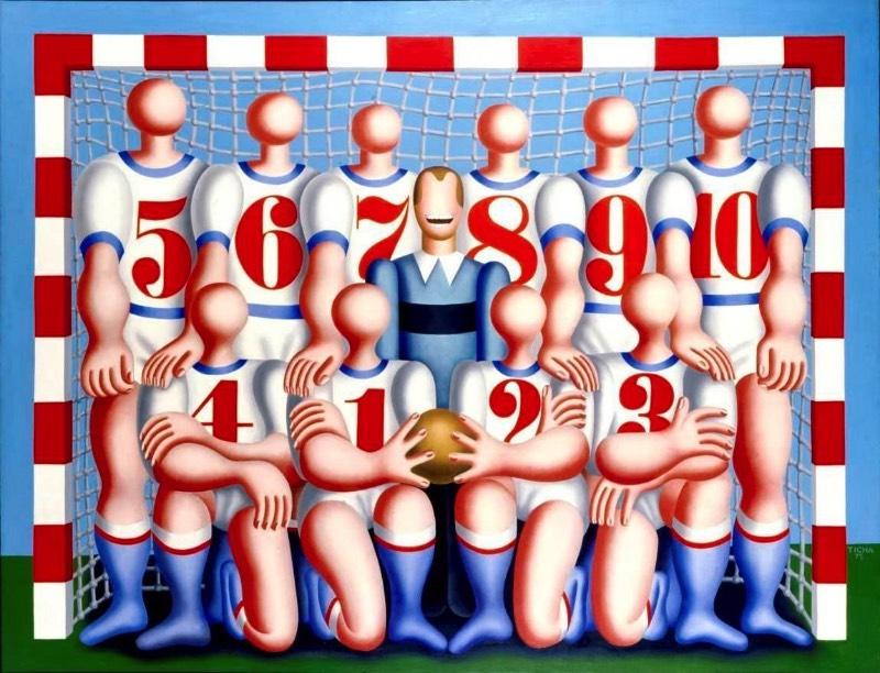 O lado irônico do trabalho artístico de Hans Ticha vem da forma com a qual ele retratou a o regime político da Alemanha Oriental. Durante os anos da Guerra Fria, o artista morou entre Leipzig e Berlim e conheceu de perto a realidade da Alemanha comunista. Com suas pinturas, ele apresenta uma narrativa de vida em um país dividido em diferentes ideologias.