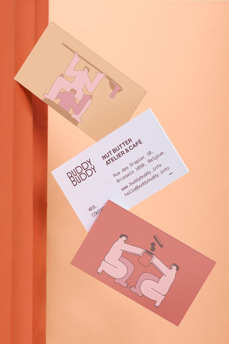 By Futura escolheu uma paleta de cores amigável e atraente para usar na identidade visual da Buddy Buddy, usando de tons neutros que contrastam com manchas de cores. Cores essas que são organizadas em um sistema gráfico criado para diferenciar os tipos de produtos. Além disso, ainda foram selecionadas cores ocres e alguns acabamentos dourados com a intenção de passar uma essência mais premium.