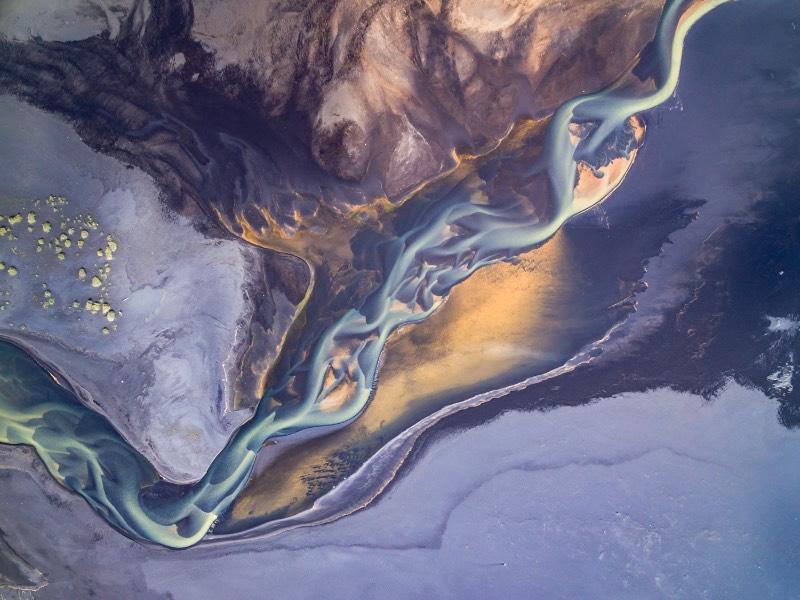 Durante as visitas que o fotógrafo austríaco Stefan Brenner fez a Islândia, ele passou a desenvolver um interesse visual as diferentes formas que a natureza tomava ao seu redor. Sempre documentando tudo ao seu redor, ele fotografou tudo aquilo que ele via.