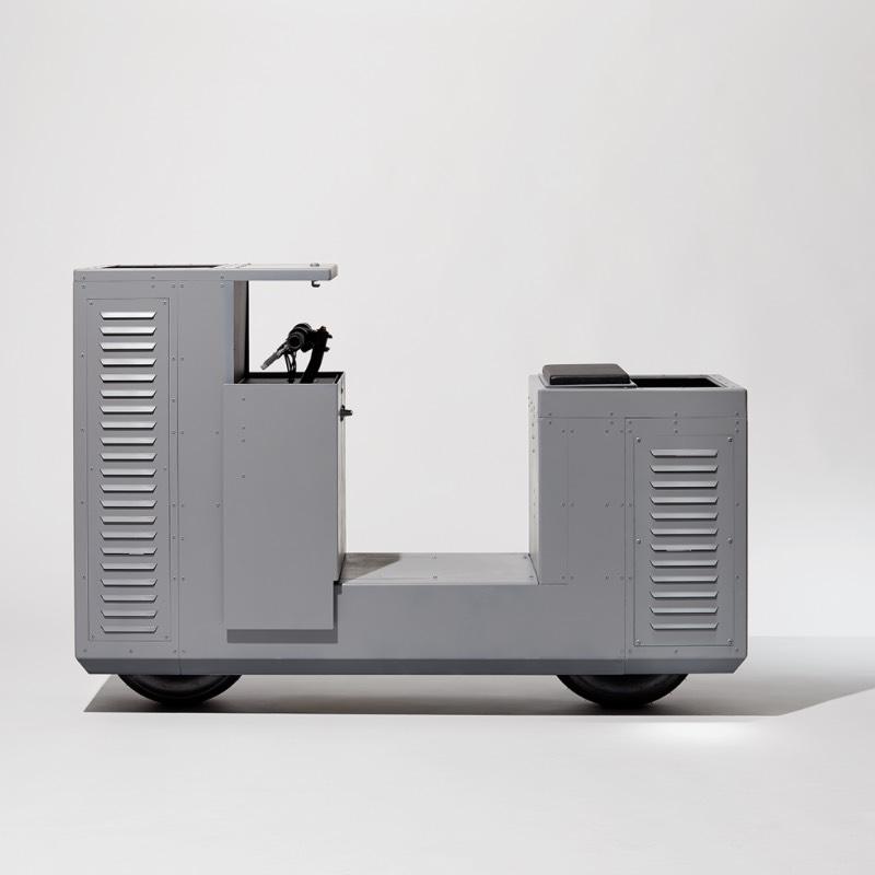 NOMOTO é o nome de uma motocicleta experimental criada pelo designer Joey Ruiter. Ela usa de uma estética de mobiliário urbano para se camuflar pelas ruas da cidade a ponto de se transformar em algo quase impossível de ser roubada. Eu não direito qual era o conceito aqui mas achei esse projeto tão inusitado que sabia que ia acabar publicando ele por aqui.