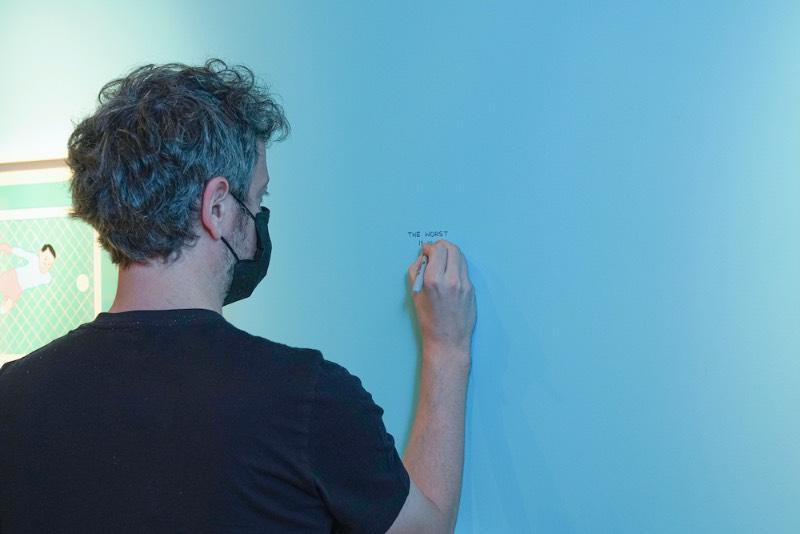 Através de uma colaboração da Sothebys com a AllRightsReserved, o trabalho do espanhol Joan Cornella? chega a Hong Kong com uma exposição que recebeu o belíssimo nome de My Life Is Pointless. Nessa exposição agendada para o final de um conturbado ano para todos, o artista expõe seus novos trabalhos que envolvem grandes painéis, pinturas e esculturas de bronze.