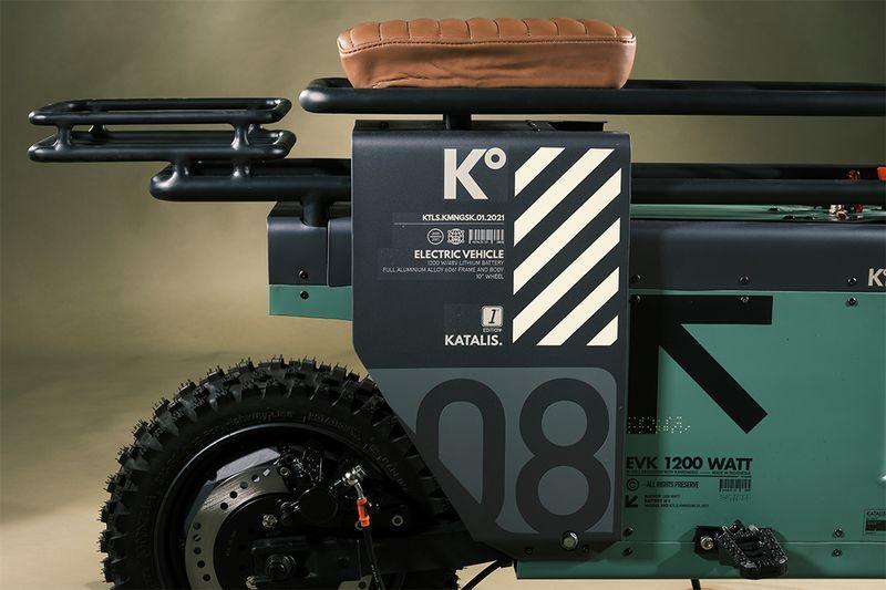A Katalis Spacebar é uma scooter com um visual especial, um visual que surgiu inspirado pelo visual do teclado de um laptop. Foi esse objeto que acendeu a luz da inspiração na cabeça de Joseph Sinaga do estúdio de design Katalis, lá de Jacarta.